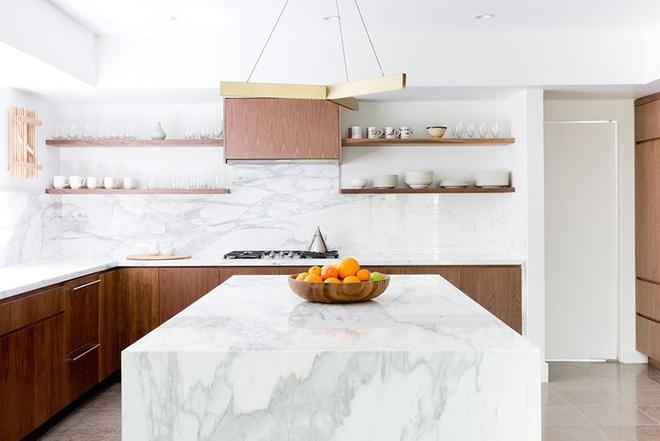 Giữa muôn vàn chất liệu khác nhau thì đá cẩm thạch vẫn luôn là lựa chọn hàng đầu cho mặt bàn bếp - Ảnh 10.