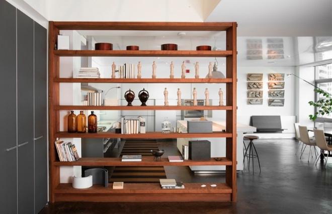 Sử dụng vách ngăn bằng đồ nội thất hoặc đồ trang trí đang là xu hướng mới để tạo không gian mở cho ngôi nhà - Ảnh 1.
