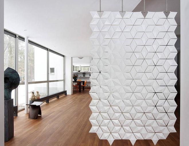 Sử dụng vách ngăn bằng đồ nội thất hoặc đồ trang trí đang là xu hướng mới để tạo không gian mở cho ngôi nhà - Ảnh 5.