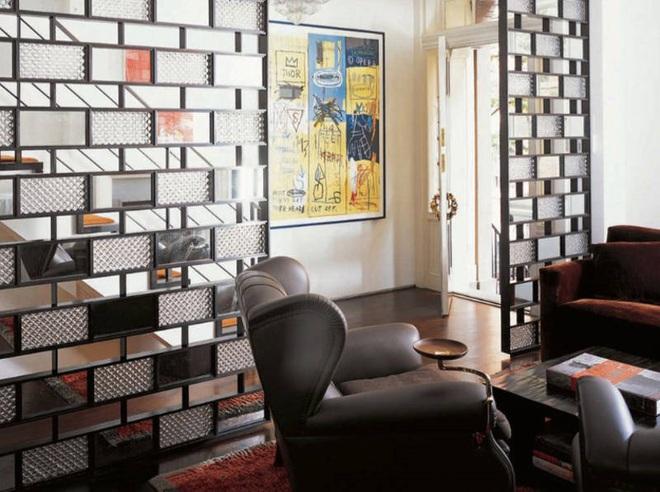 Sử dụng vách ngăn bằng đồ nội thất hoặc đồ trang trí đang là xu hướng mới để tạo không gian mở cho ngôi nhà - Ảnh 10.