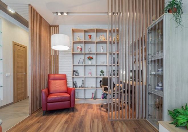 Sử dụng vách ngăn bằng đồ nội thất hoặc đồ trang trí đang là xu hướng mới để tạo không gian mở cho ngôi nhà - Ảnh 11.