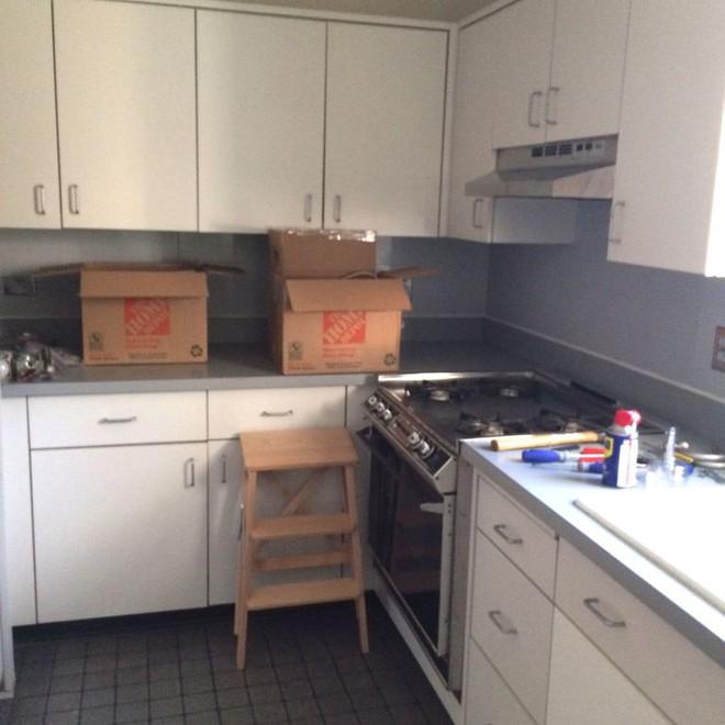 Người đàn ông cải tạo lại nhà bếp với màu xanh theo phong cách retro và cái kết khiến ai cũng bất ngờ - Ảnh 2.