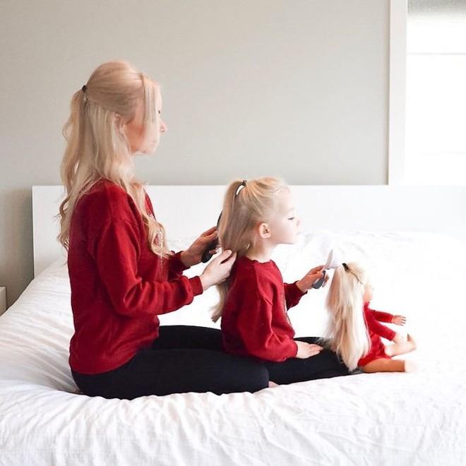Bà mẹ 3 con gây sốt khi khoe bộ sưu tập ảnh gia đình có một không hai - Ảnh 29.