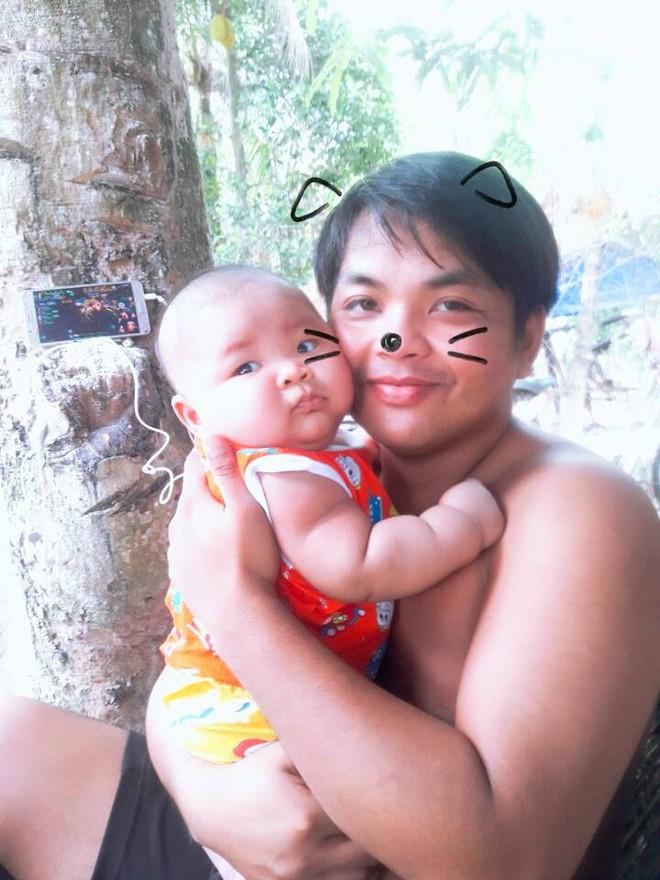 Cậu bé 3 tháng tuổi tròn lẳn như Phật Di Lặc khiến các mẹ mê mệt hóa ra chỉ nuôi bằng sữa mẹ hoàn toàn - Ảnh 6.