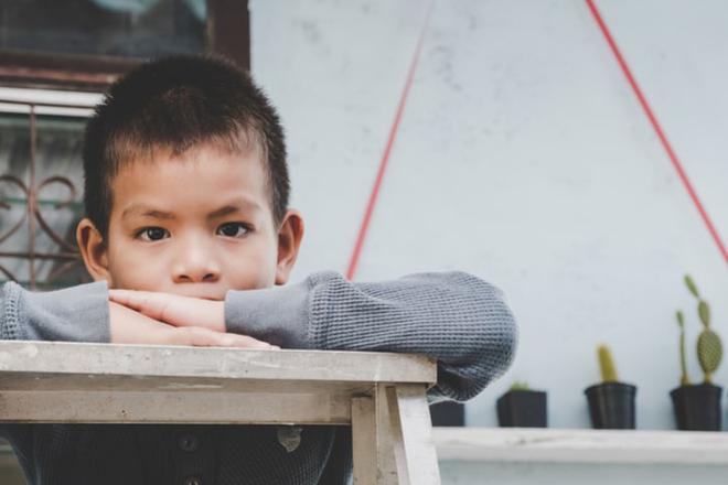Giáo viên Montessori mách bố mẹ 5 nguyên tắc dạy con giúp trẻ tự giác đi vào nề nếp dễ dàng - Ảnh 3.