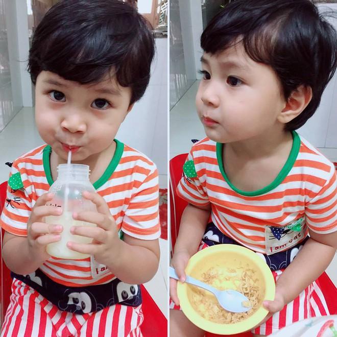 MC Khánh Ly: Nuôi 2 con bằng sữa mẹ hoàn toàn vẫn dư sữa trữ đông dù ăn rất ít - Ảnh 6.