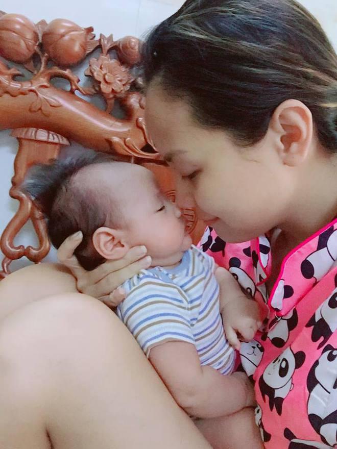 MC Khánh Ly: Nuôi 2 con bằng sữa mẹ hoàn toàn vẫn dư sữa trữ đông dù ăn rất ít - Ảnh 1.