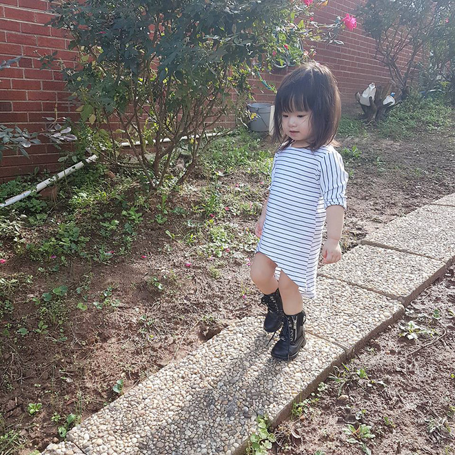 Gặp gỡ bé gái Việt mặc đẹp như fashionista khiến các mẹ trầm trồ không ngớt - Ảnh 12.