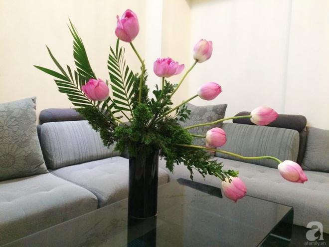 Mê mẩn ngắm những bình hoa sen đẹp tinh tế của người phụ nữ dịu dàng đất Hà Thành - Ảnh 8.
