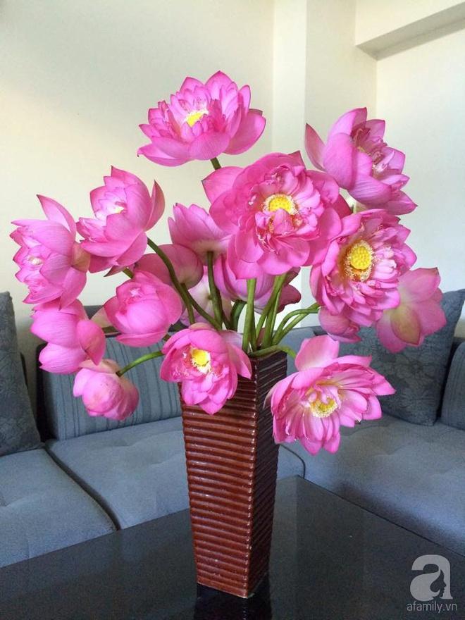Mê mẩn ngắm những bình hoa sen đẹp tinh tế của người phụ nữ dịu dàng đất Hà Thành - Ảnh 14.