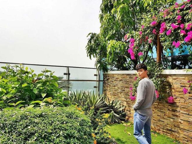Ngắm căn hộ rộng đến 200m² và khu vườn view đẹp như trong mơ của nam ca sĩ Nathan Lee ở ngay Q1, Sài Gòn - Ảnh 3.