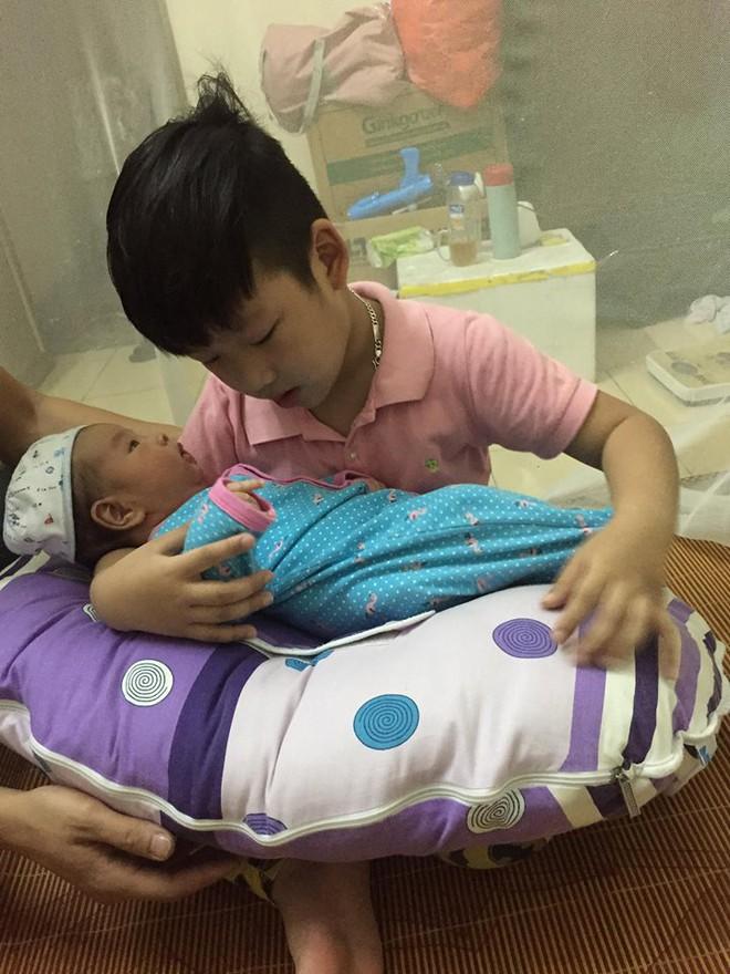 Gần như mất sữa hoàn toàn, bà mẹ đã kích sữa thành công để thừa sữa cho cả 2 con bú - Ảnh 5.