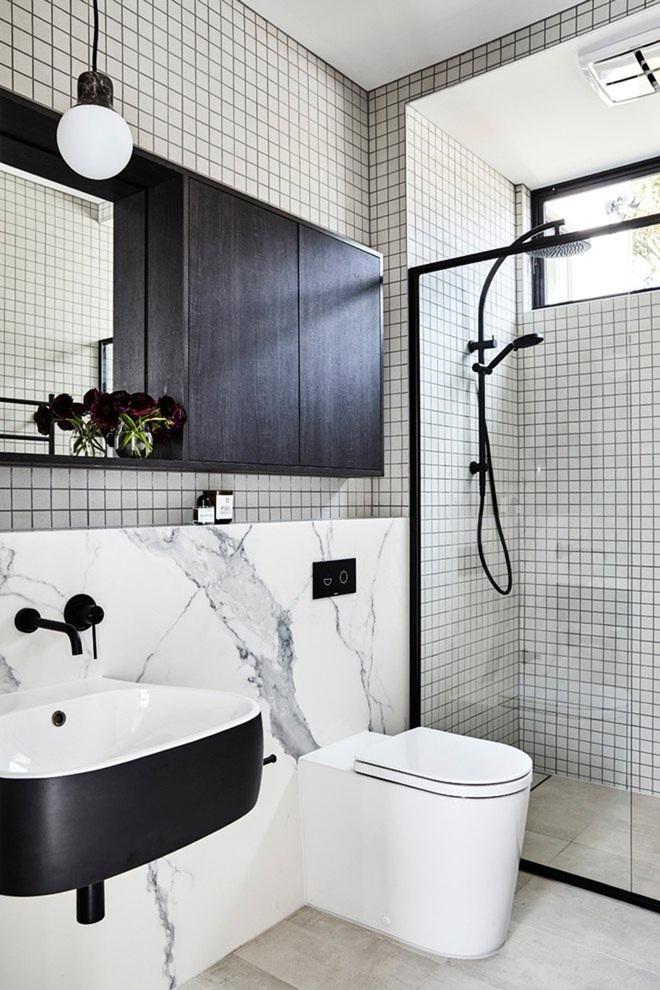 Chẳng cần biết diện tích lớn bé ra sao nhưng phòng tắm nhà ai cũng phải có món đồ này - Ảnh 1.