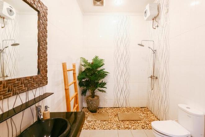 Chẳng cần biết diện tích lớn bé ra sao nhưng phòng tắm nhà ai cũng phải có món đồ này - Ảnh 3.