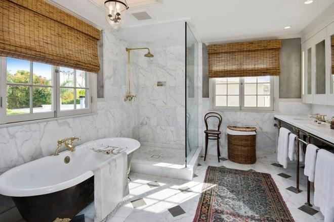 Chẳng cần biết diện tích lớn bé ra sao nhưng phòng tắm nhà ai cũng phải có món đồ này - Ảnh 5.