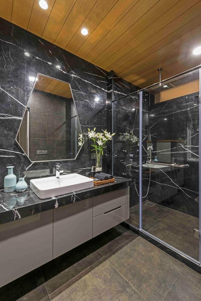 Chẳng cần biết diện tích lớn bé ra sao nhưng phòng tắm nhà ai cũng phải có món đồ này - Ảnh 7.