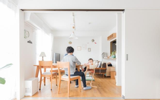 Gia đình 3 người ở Nhật sống thoải mái trong căn hộ siêu nhỏ nhờ cách bài trí thông minh - Ảnh 4.
