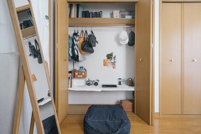 Hai chị em gái sống thoải mái trong căn hộ nhỏ xíu 25m² nhờ áp dụng nghệ thuật sắp xếp này  - Ảnh 1.
