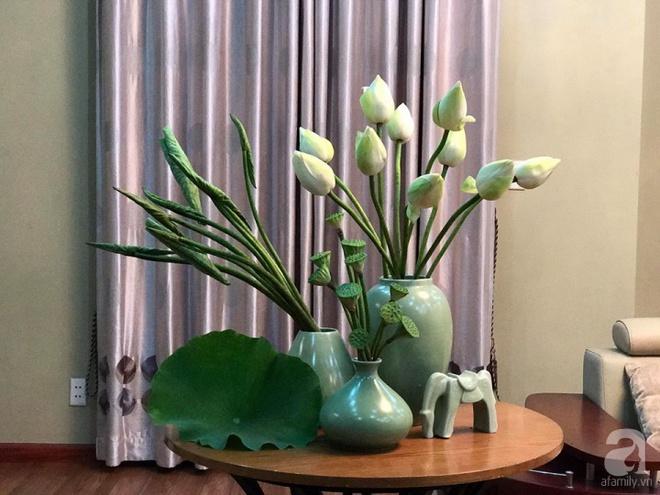 Cuối tuần cùng gặp gỡ người phụ nữ đẹp đất Cảng cắm hoa sen đẹp như tranh - Ảnh 10.