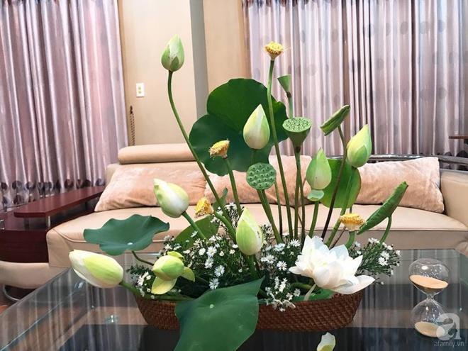 Cuối tuần cùng gặp gỡ người phụ nữ đẹp đất Cảng cắm hoa sen đẹp như tranh - Ảnh 11.