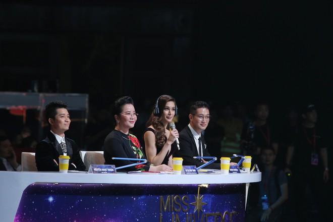 Những điểm trừ đáng tiếc của Chung kết Hoa hậu Hoàn vũ Việt Nam 2017 - Ảnh 10.