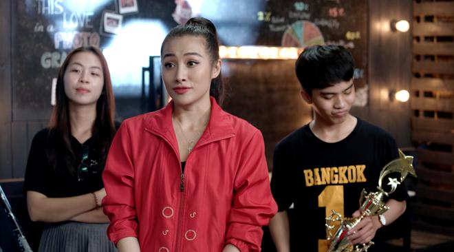 Hạnh phúc bên Hữu Vi chưa lâu, Angela Phương Trinh bất ngờ bị đuổi học - ảnh 1