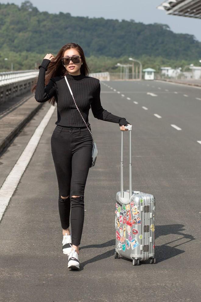 Lệ Hằng, H'Hen Niê trông như cặp chị em gái xinh đẹp, hút mọi ánh nhìn ở sân bay