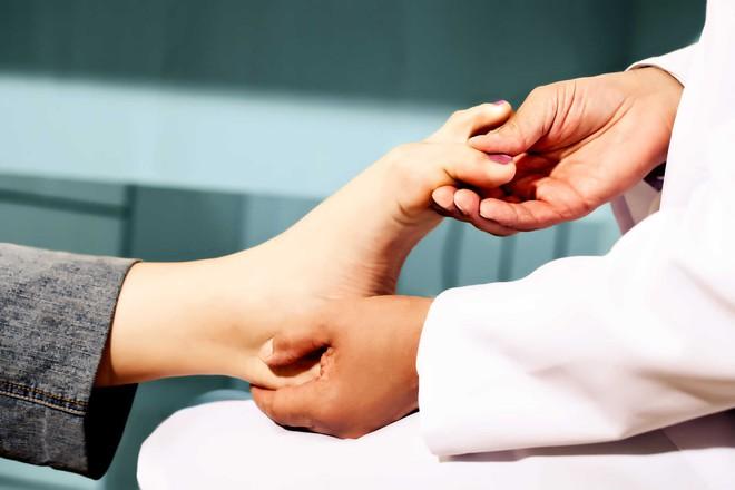 Massage bằng đá nóng đem lại vô vàn lợi ích, hãy tận dụng ngay vào những ngày lạnh lẽo này - Ảnh 4.