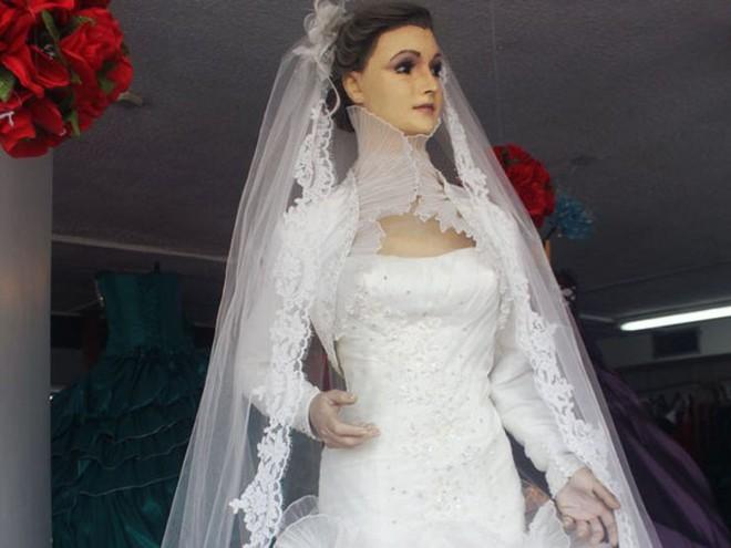 Bí ẩn chuyện cửa hàng váy cưới dùng xác ướp người chết làm ma-nơ-canh, hơn 80 năm rồi vẫn chưa có câu trả lời thuyết phục - Ảnh 11.