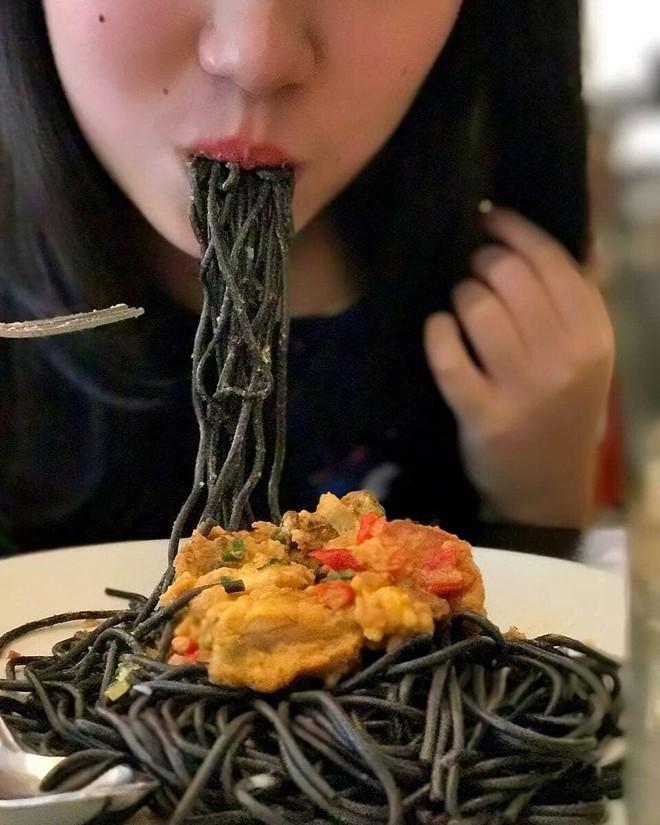 Check list loạt món ăn đen sì toàn than, nhìn tưởng không ngon mà ăn ngon không tưởng - ảnh 1