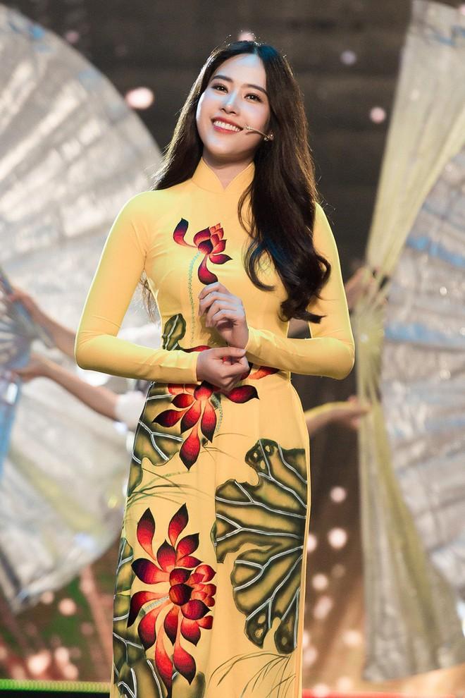 Hà Thu - Nam Em diện áo dài rực rỡ, khoe giọng ngọt ngào khi hát Bolero - Ảnh 4.