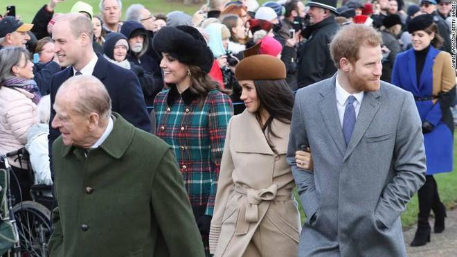 Trước đám cưới của hoàng tử Harry, dư luận Anh lại xôn xao vì ý kiến gây tranh cãi này - Ảnh 2.