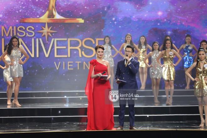 Chung kết Hoa hậu Hoàn vũ Việt Nam 2017: Khán giả thưa thớt, ngồi rải rác khắp khán đài - Ảnh 1.