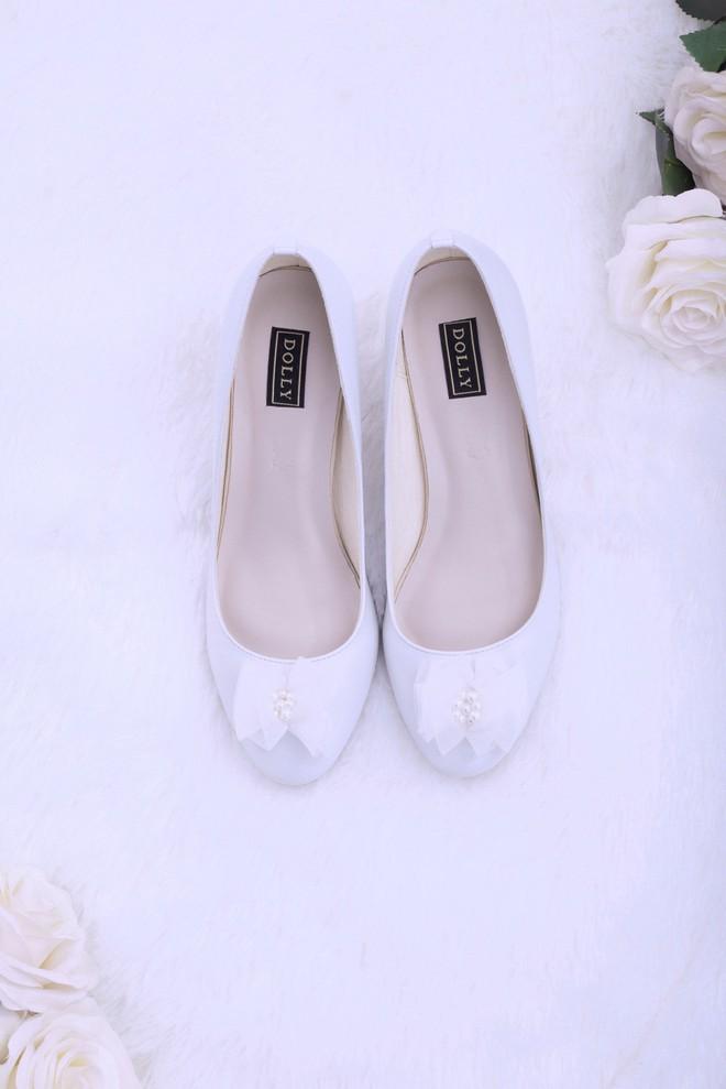 Những mẫu giày trắng chỉ cần ngắm thôi đã thấy yêu rồi - Ảnh 2.