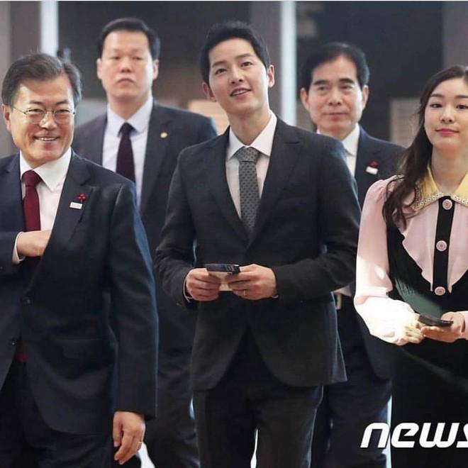 Vừa trở về sau chuyến du lịch cùng vợ yêu, Song Joong Ki đã bận rộn đi sự kiện cùng Tổng thống Hàn - Ảnh 5.