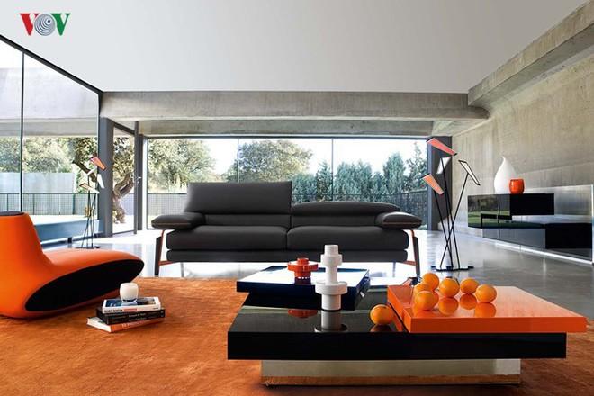 Không gian sống hiện đại với nội thất màu cam - Ảnh 2.