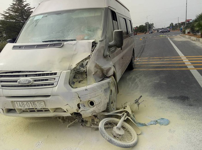 Ô tô tông chết người rồi bốc cháy ngùn ngụt ở Quảng Ninh - Ảnh 1.