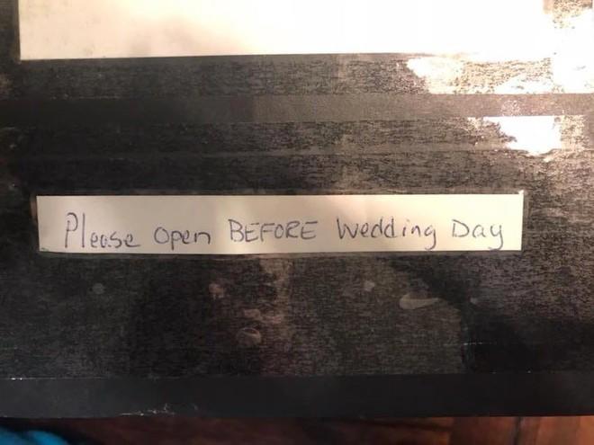 Ngay trước ngày cưới, cặp đôi bỗng nhận được món quà từ người lạ, mở ra mới biết là sự trùng hợp hết sức thú vị - Ảnh 2.