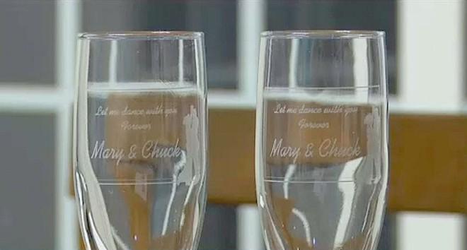 Ngay trước ngày cưới, cặp đôi bỗng nhận được món quà từ người lạ, mở ra mới biết là sự trùng hợp hết sức thú vị - Ảnh 5.