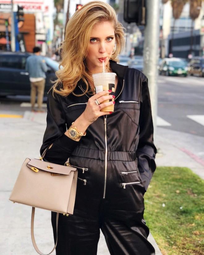 Không hổ danh là fashionista đình đám, Chiara Ferragni vẫn mặc chất lừ ngay cả khi đang bầu bí - Ảnh 1.