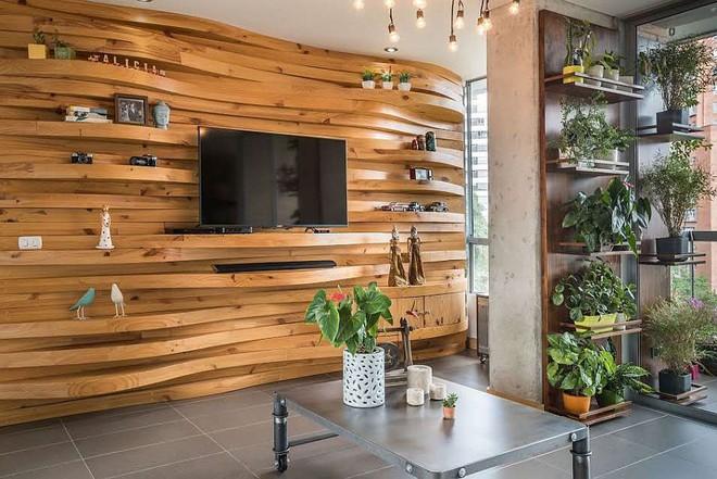 Độc đáo, lạ mắt lại vô cùng ấm áp ngay khi nhìn thấy: 10 phòng khách với thiết kế bức tường gỗ này sẽ chinh phục bạn - Ảnh 1.