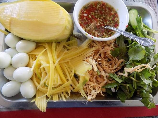 Cách làm bánh tráng trộn chua cay cho chị em thích ăn vặt  - Ảnh 2.