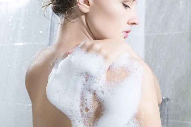 Để vùng kín không bị viêm nhiễm thì ngay sau khi tắm bạn cần làm ngay việc này - Ảnh 1.