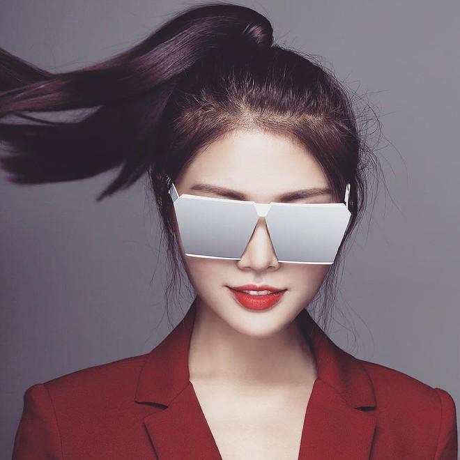 Nhìn Kỳ Duyên khoe diện mạo mới với chiếc kính độc mới sắm mà cứ ngỡ là Hà Hồ - Ảnh 8.
