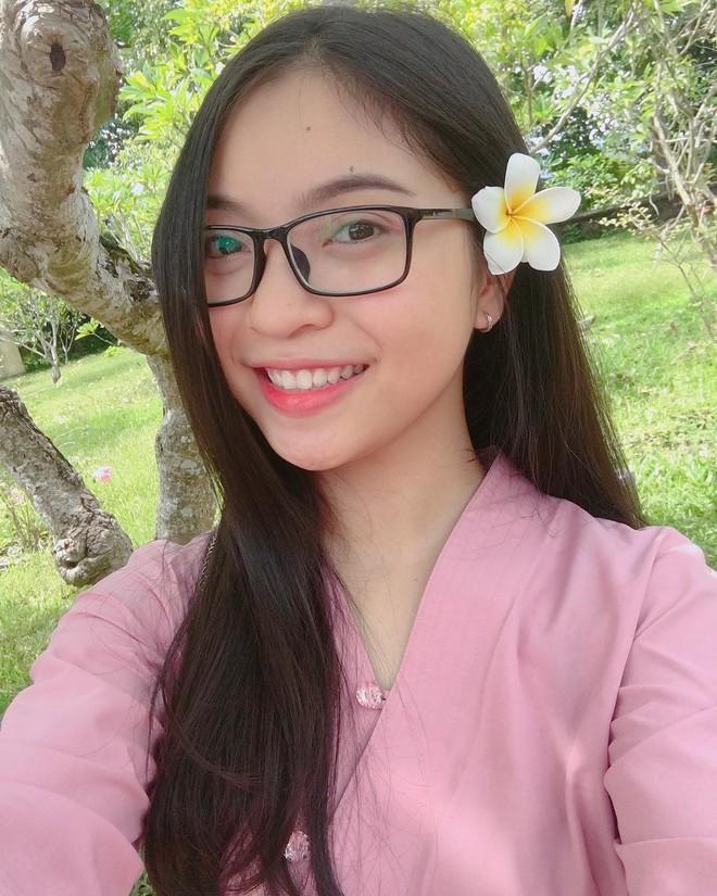 Xinh xắn và phong cách đáng yêu thế này, hèn gì bạn gái của 2 người hùng U23 Việt Nam khiến ai nhìn cũng quý - Ảnh 1.