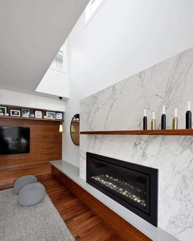 Độc đáo, lạ mắt lại vô cùng ấm áp ngay khi nhìn thấy: 10 phòng khách với thiết kế bức tường gỗ này sẽ chinh phục bạn - Ảnh 12.