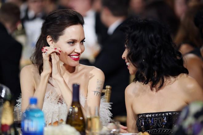 Loạt ảnh chứng minh ở tuổi 42, Angelina Jolie vẫn là báu vật nhan sắc của nước Mỹ không ai bì được - Ảnh 13.
