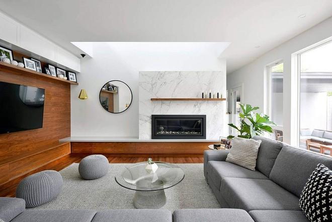 Độc đáo, lạ mắt lại vô cùng ấm áp ngay khi nhìn thấy: 10 phòng khách với thiết kế bức tường gỗ này sẽ chinh phục bạn - Ảnh 13.
