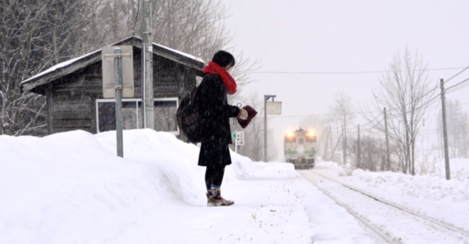 Mặc cho tuyết rơi trắng trời, nữ sinh Nhật Bản vẫn kiên cường diện váy ngắn xinh xắn tới trường - Ảnh 14.