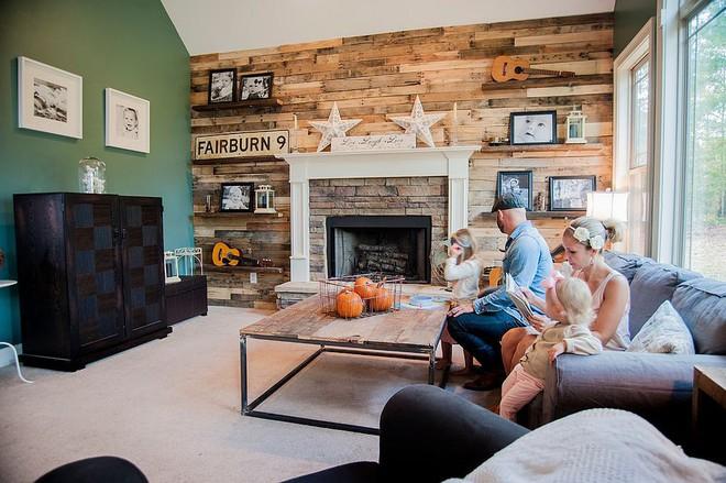 Độc đáo, lạ mắt lại vô cùng ấm áp ngay khi nhìn thấy: 10 phòng khách với thiết kế bức tường gỗ này sẽ chinh phục bạn - Ảnh 15.